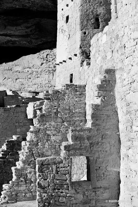 CLIFF PALACE RUINS ANCIENT DWELLINGS MESA VERDE NATIONAL PARK COLORADO BLACK AND WHITE VERTICAL