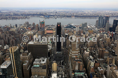 View of Manhattan looking west from the Empire State Building over the Hudson River to New Jersey, New York City, USA