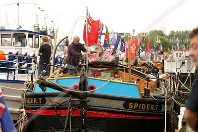 Spider.T Preparing for the River Pageant