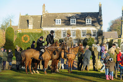 Mounted followers at the meet at Pickwell Manor - The Cottesmore Hunt at Pickwell Manor 28/12