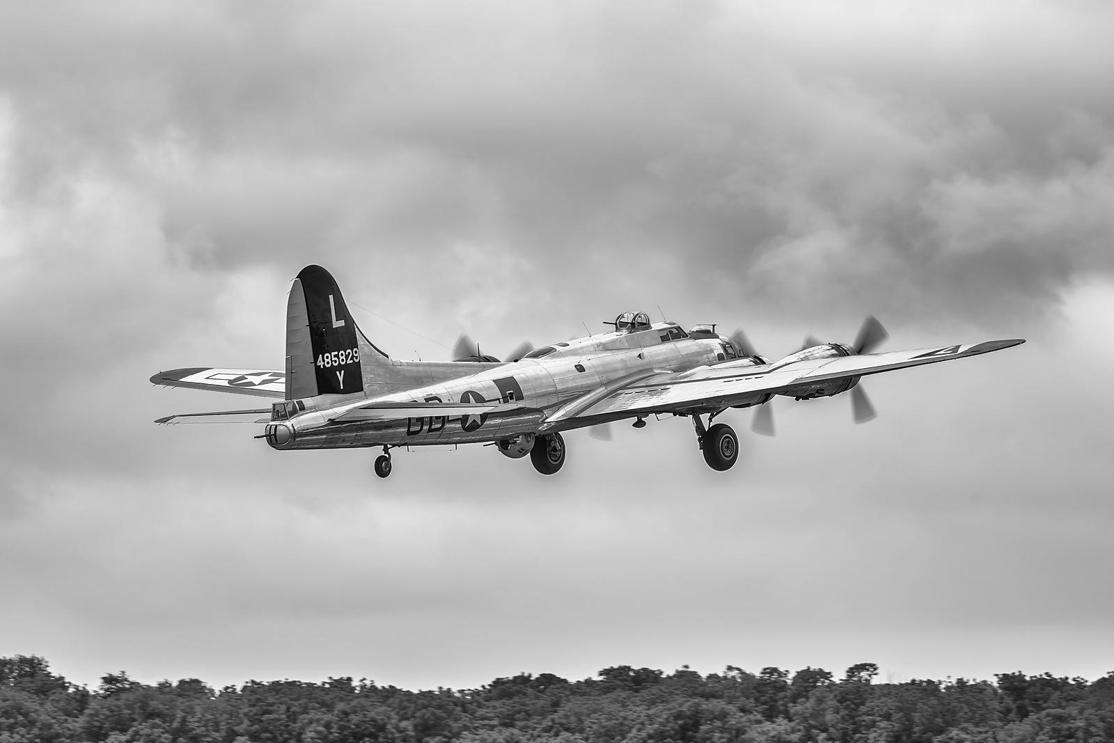 B-17 Yankee Lady Taking Off