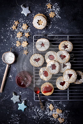 Pistachio strawberry linzer cookies
