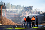 Workers began to arrive at the scene after 6 AM. Fire at a sawmill in Herrala on May 23 2017.