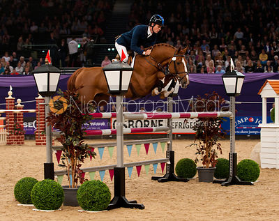 Daniel Moseley and Billy Mexico - Horse & Hound Senior Foxhunter Championship - HOYS 2011