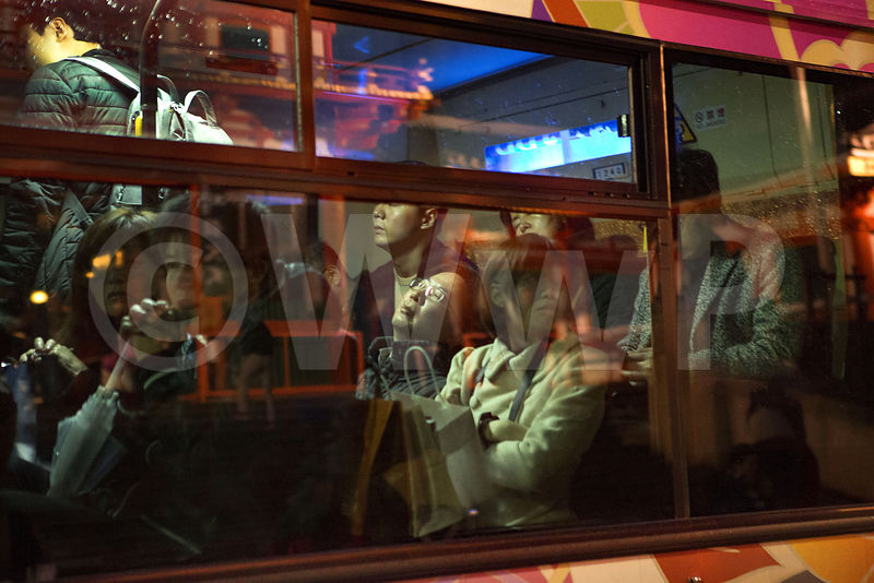 _W_P8171-Kyoto-Public-bus-reflection-temple