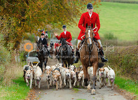 Huntsman Peter Collins and the Quorn hounds