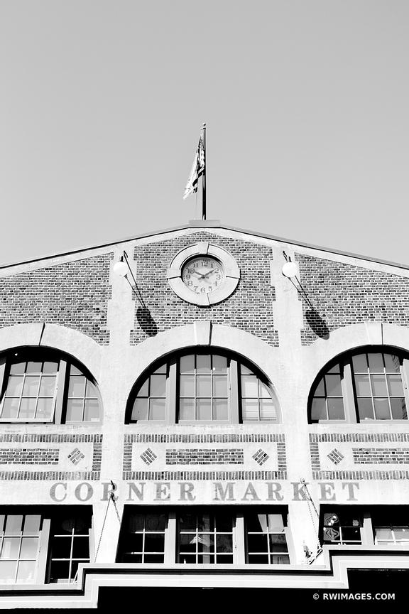 CORNER MARKET PIKE PLACE SEATTLE WASHINGTON BLACK AND WHITE