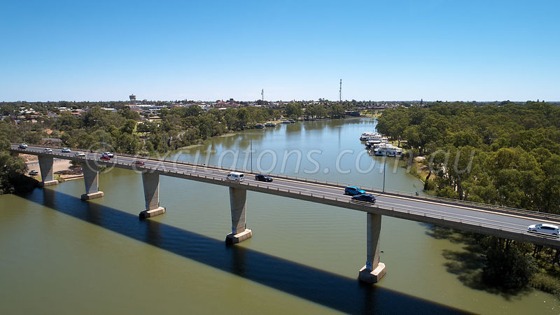 Murray River bridge at Mildura.