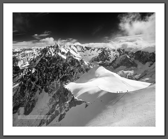 Mountaineers on the Aiguille Du Midi (BP3167BW)