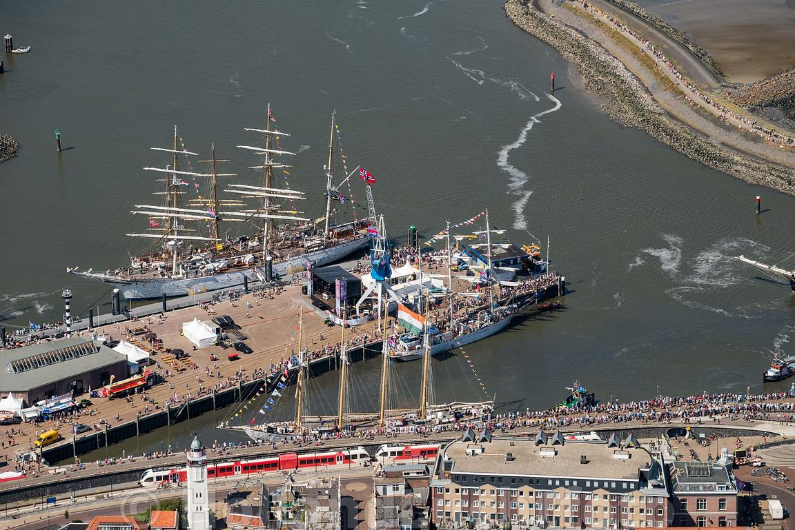 Harlingen - Luchtfoto Tall Ships Races 12