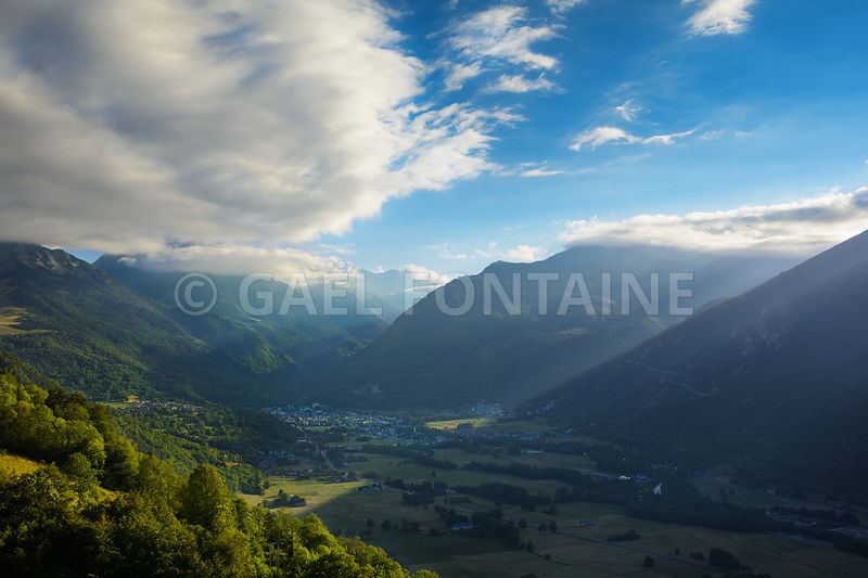 Saint Lary Soulan city and ski station, and his valley before sunset time