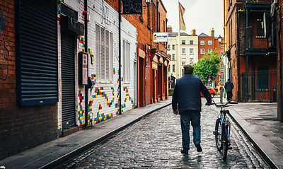 Temple_bar_man_with_bike