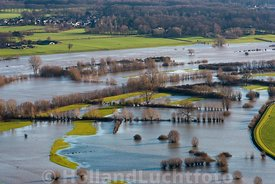 Deventer - Luchtfoto hoog water in de IJssel 01