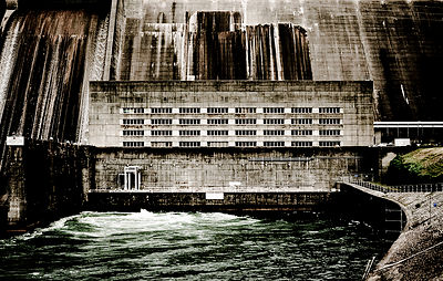 The Norris Dam is a hydroelectric and flood control structure located on the Clinch River in Anderson County and Campbell Cou...