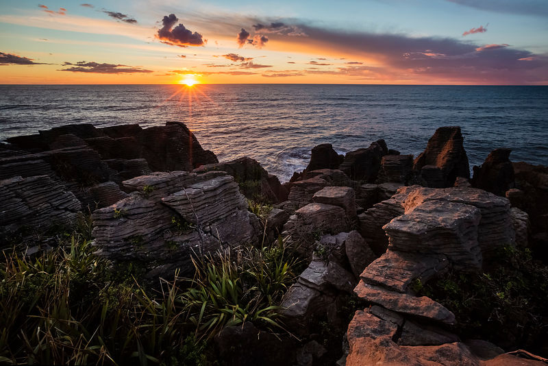 Sunset on Pancake Rocks, limestone formations in Punakaiki, Paparoa National Park, West Coast, New Zealand