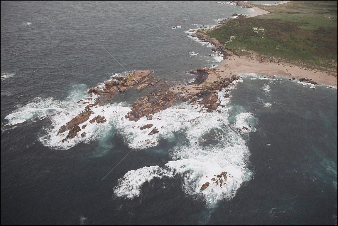 SPAIN Illa Salvora (Salvora Island) -- 15/12/2002 -- Aerial view of polluted coastline of Salvora Island off the Galician coa...