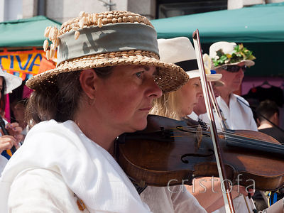 violinist in a Penzance Golowan Festival Mazey Day parade