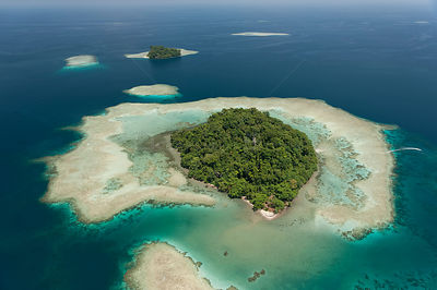 Aerial view of Schumann Island in Kimbe Bay. West New Britain, Papua New Guinea, October 2008