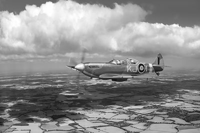 Spitfire TR 9 SM520 BW version