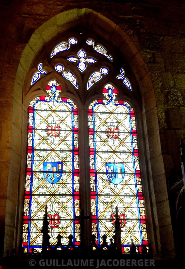 stained_glass_window_Hospices_de_Beaune_1