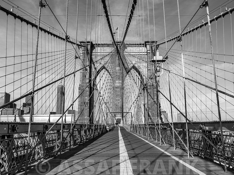 Pedestrian walkway on Brooklyn bridge, New York