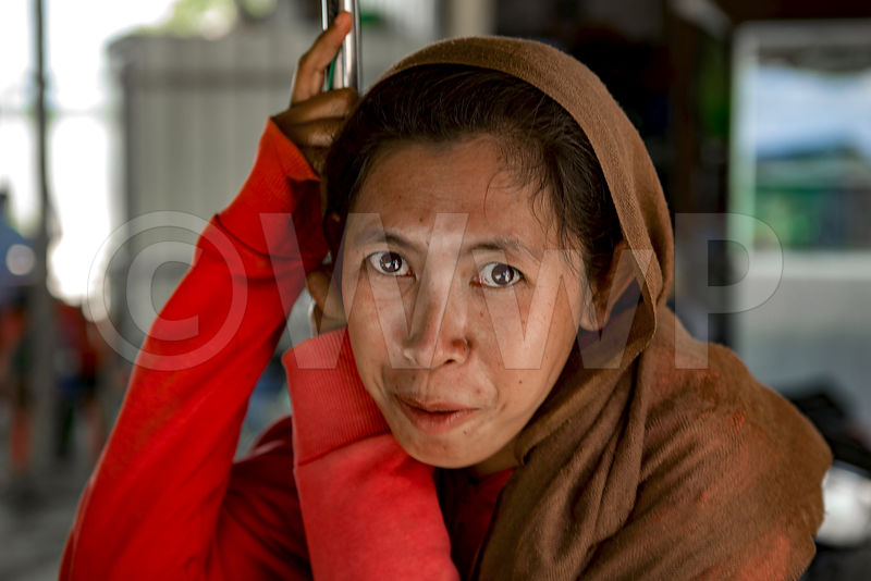 _W_P7518-Cambodian-worker-woman-in-red