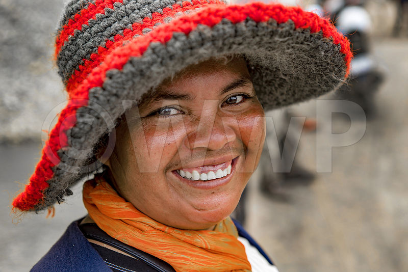 _W_P7553-Cambodian-worker-woman-with-red-hat