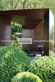 Jardin contemporain, Pavillon en Bronze (Architecte : Jamie Fobert). Paysagiste : Tom Stuart-Smith. CFS, Angleterre