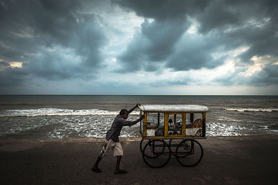 Street-Food-Seller-Colombo-Sri-Lanka-Copyright-Rob-Johns_20141129_ROB8778-2