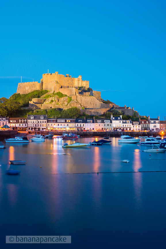 Mont Orgueil and the harbour of Gorey - BP3907B