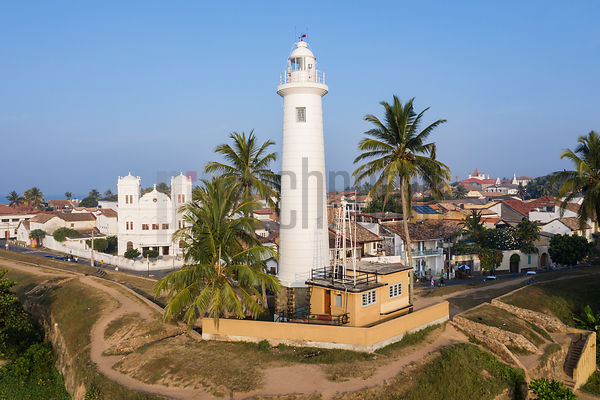 Lighthouse and Meeran Jumma Mosque