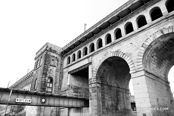 EADS BRIDGE MISSISSIPPI RIVER ST. LOUIS MISSOURI BLACK AND WHITE