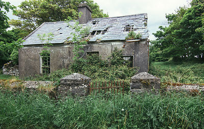 Abandoned_house_-_The_Burren_Co._Clare