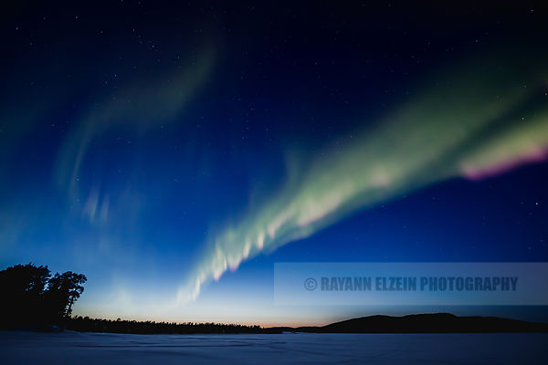Aurora on Solojärvi during blue hour