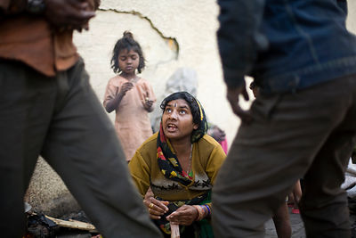 India - Delhi - A homeless woman argues with her husband
