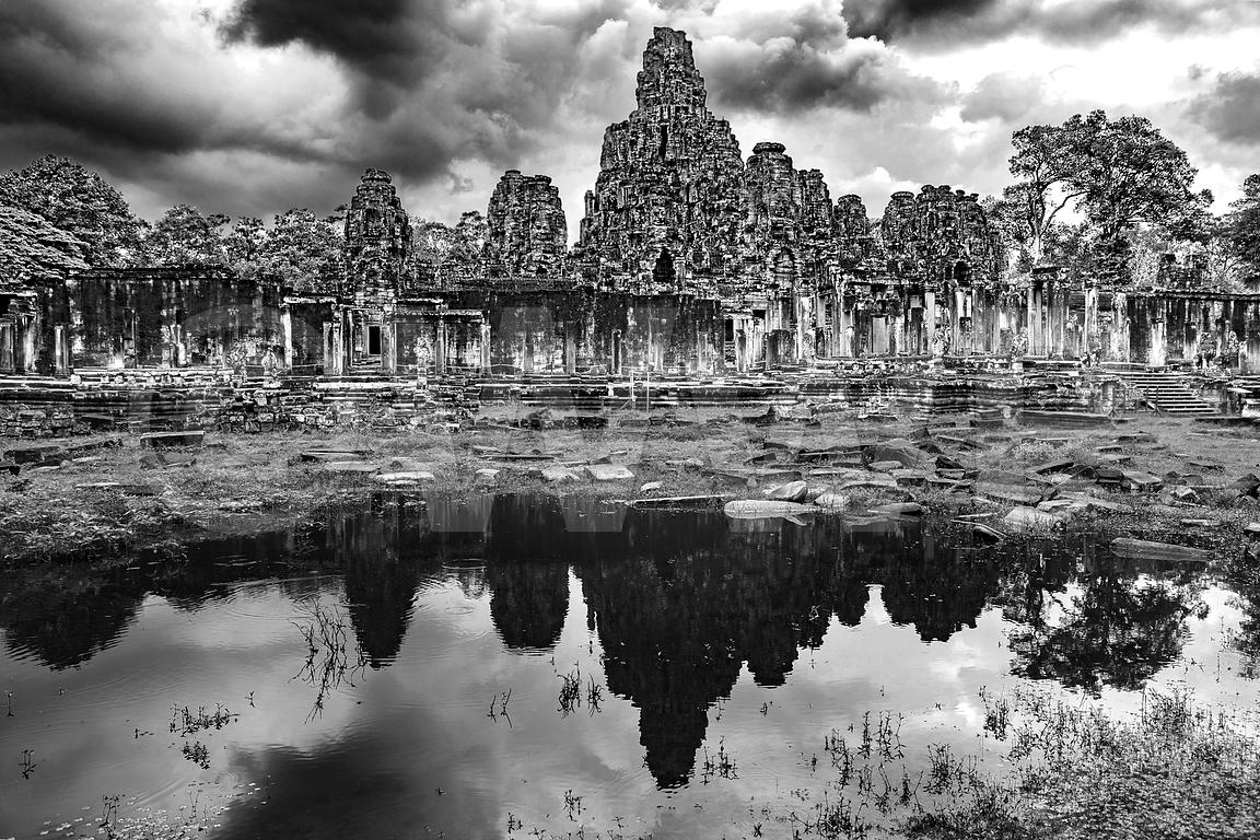 WW_P6185-Cambodia-Angkor-Wat-Temple-reflection