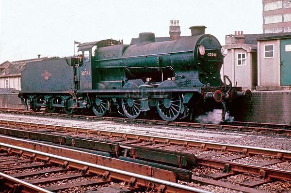 PHOTOS OF Q CLASS 0-6-0 STEAM LOCOS