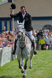 Mark Todd and NZB Land Vision on their Lap of Honour, Badminton Horse Trials 2011