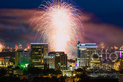 fifteen non-continuous minutes of legal and illegal fireworks over Boise