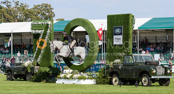 Mark Todd and KILTUBRID RHAPSODY, cross country phase, Land Rover Burghley Horse Trials 2018