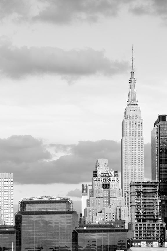 THE NEW YORKER BUILDING MANHATTAN SKYLINE NEW YORK CITY NEW YORK BLACK AND WHITE VERTICAL