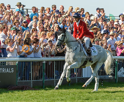 Harry Meade and AWAY CRUISING, show prize giving, Land Rover Burghley Horse Trials 2018