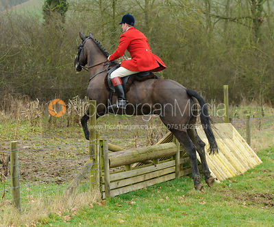 Chris Edwards jumping the hunt jumps at Peake's Covert
