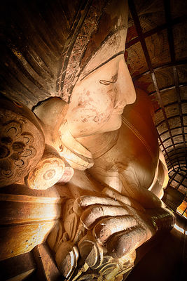 Reclining Buddha in Shinbinthalyaung Temple 3