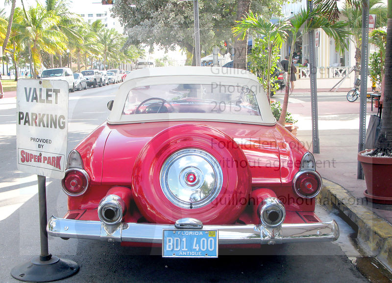 Old_red_car_Miami_01