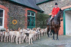 Huntsman Richard Evans and the Tanatside hounds