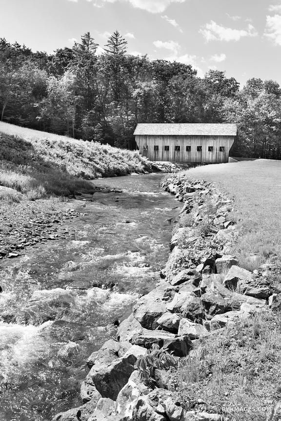 COVERED BRIDGE VERMONT BLACK AND WHITE