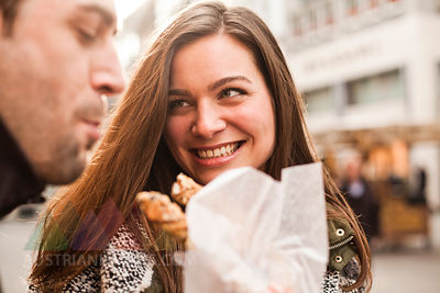 Germany, Cologne, young coupleeating pastry