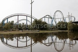 "Ruines du parc d'attraction ""Six flags"""