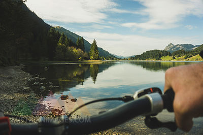Austria, Tyrol, Tannheimer Tal, man on mountainbike at lakeshore